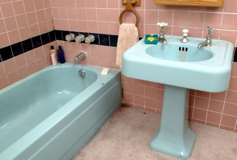 pink and blue vintage bathroom